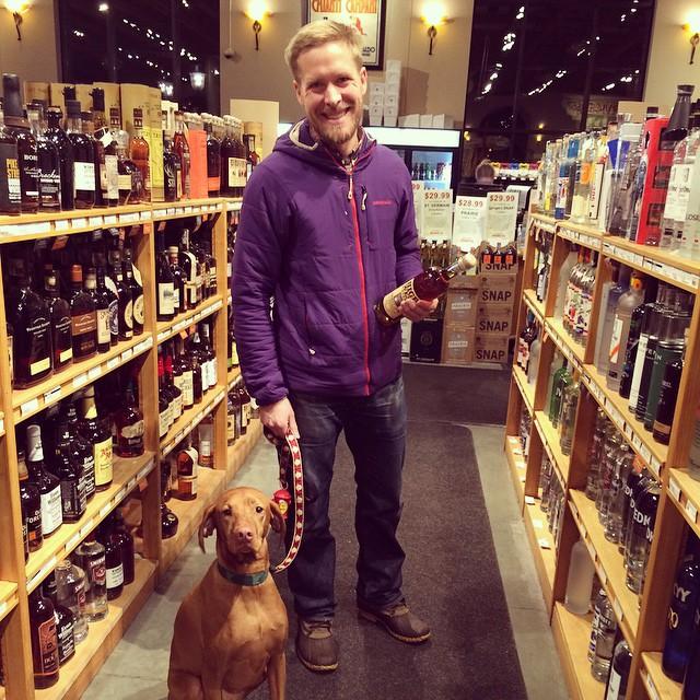 Tilda's favorite liquor store is 44th/France! #vizslasofinstagram #44thfrance